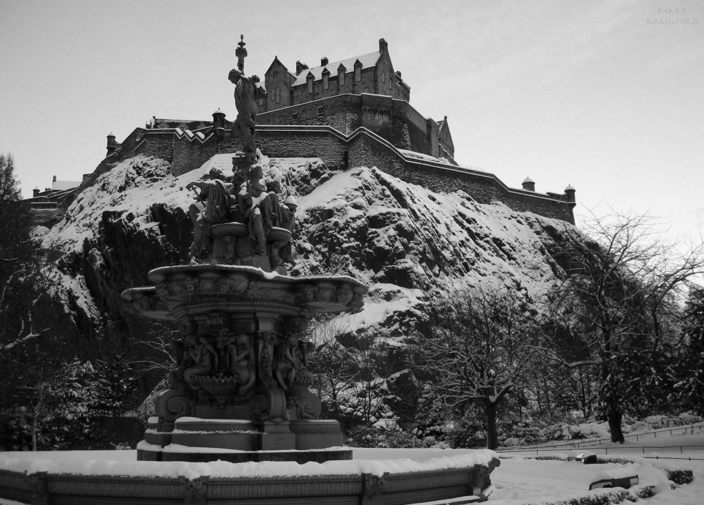 Edinburgh Castle snow