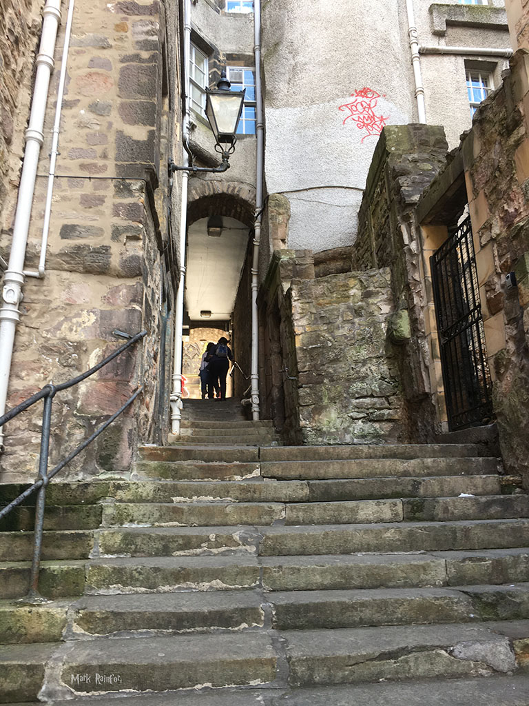 A Close Up Of Bad Makeup: Eye On Edinburgh