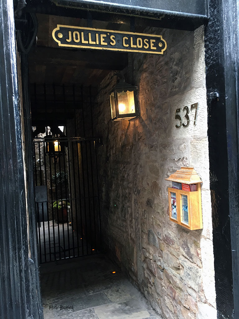 Jollies Close